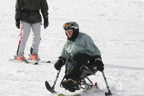 Sitzskifahren mit Krückenski