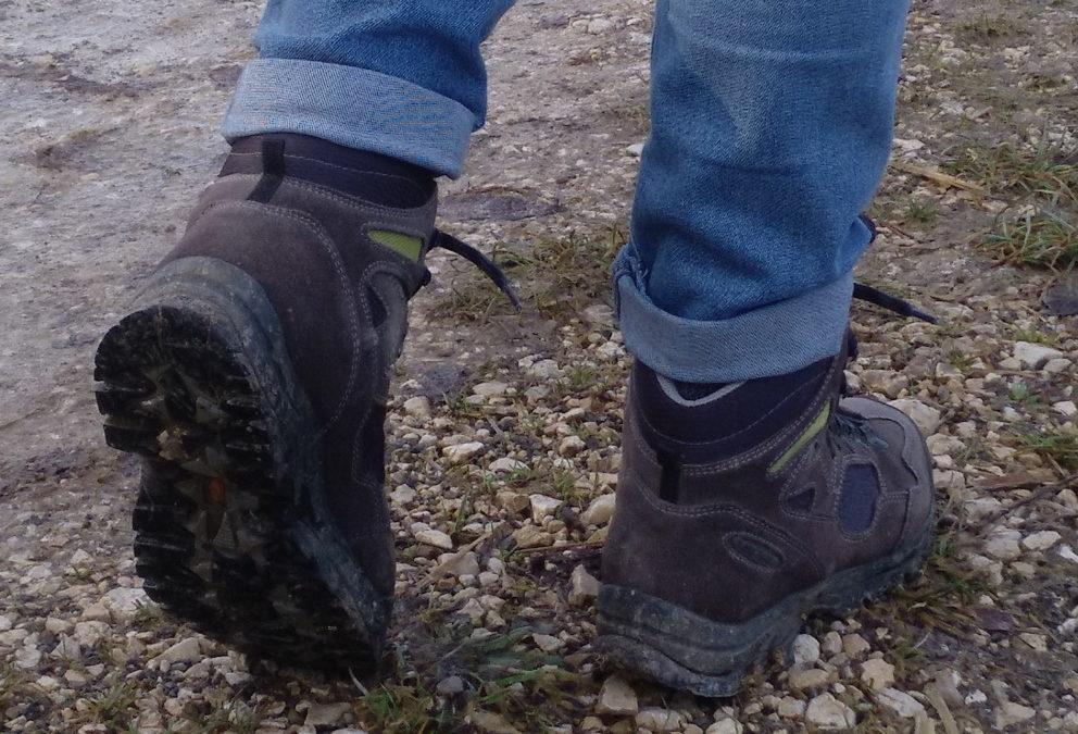 Die Schuhe einer Wanderin
